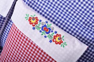 Povlečení NA CHALUPU, 100% bavlna - kanafas, červené