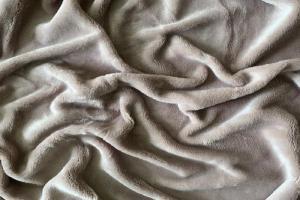 Náhled Prostěradlo mikroflanel SLEEP WELL® - 90x200 cm - KIKKO šedobéžové